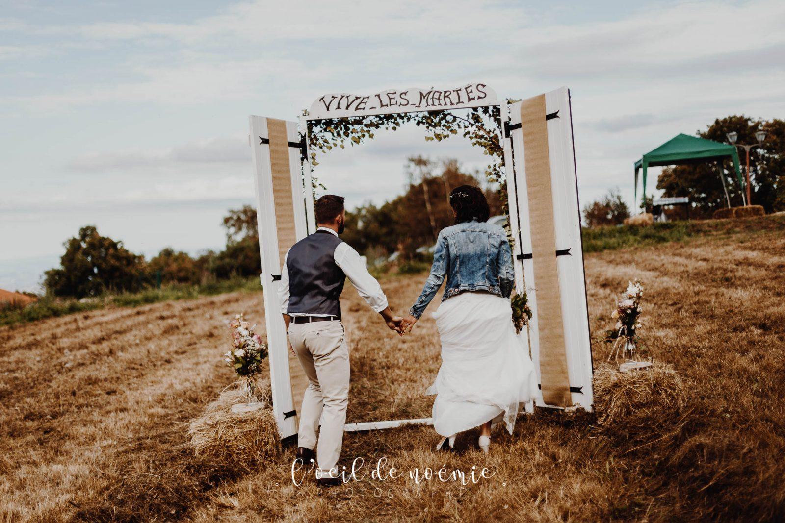 belle photo mariage nature et décontracté dans le Puy de Dôme, L'œil de Noémie élue meilleur photographe de mariage en 2017. Inspiration Mariage champêtre.