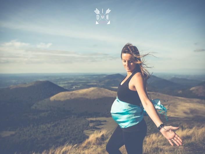 Photo portrait de femme enceinte, par L'oeil de Noémie, photographe grossesse à Clermont-Ferrand