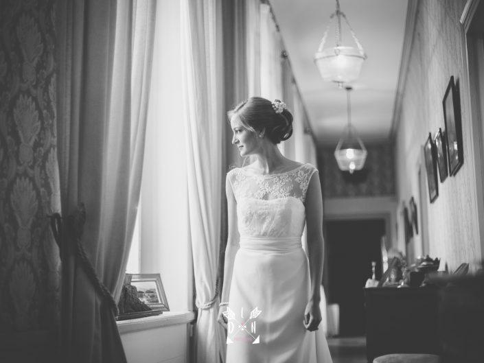 portrait de jeune mariée, photo de luxe, château de Beaujeu, Sancerre, par L'oeil de Noémie photogrpahe de mariage à Clermont-Ferrand, en Auvergne