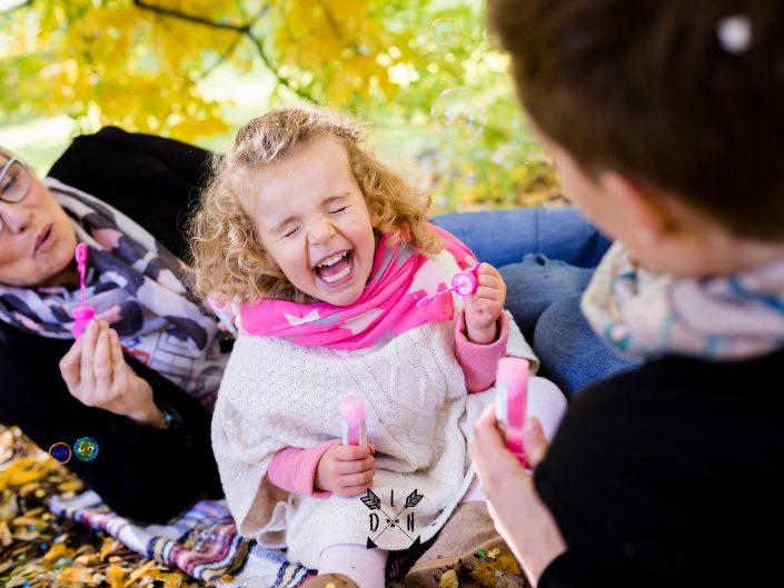 fou rire de petite fille, photo canon, par L'oeil de Noémie photographe incontournable à Clermont-Ferrand en Auvergne