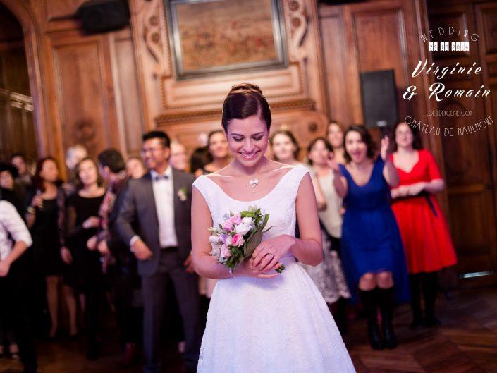 lancé de bouquet de la mariée, château de Maulmont dans l'Allier, par l'oeil de Noémie photographe mariage à Vichy en Auvergne