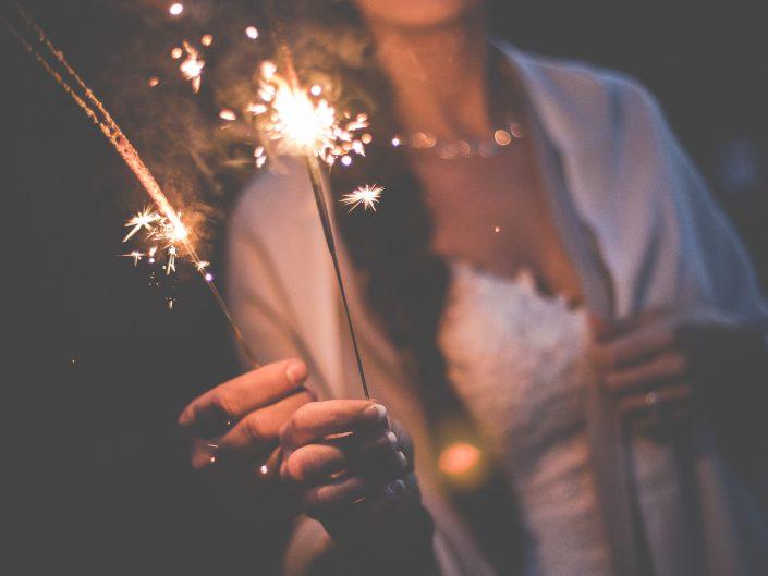 feu de bengale, feu artifice mariage, feu scintillant mariage, l'oeil de Noémie photographe mariage France
