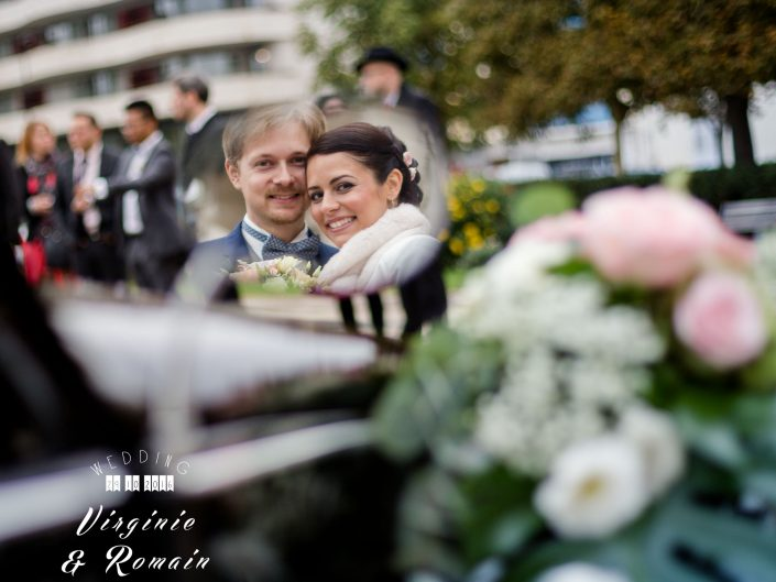 photo de mariage prise sur le vif, voiture de mariés, l'oeil de Noémie photographe de mariage à Vichy en Auvergne