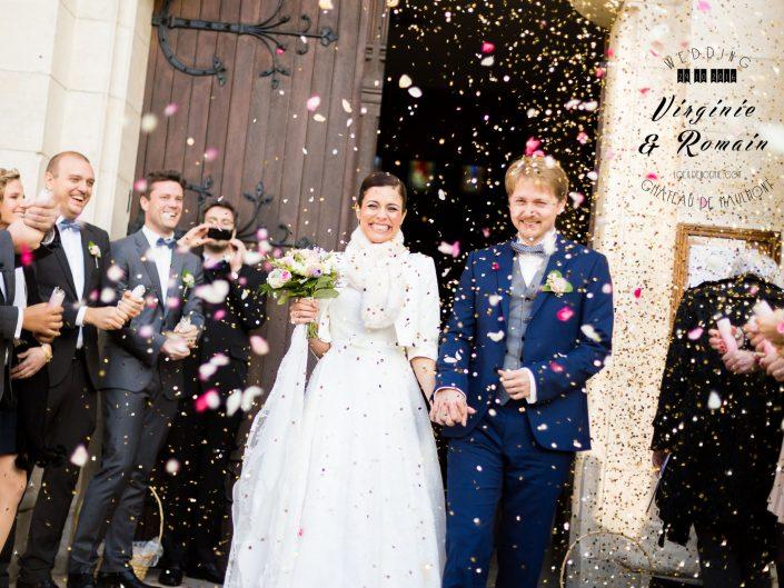 photo sortie église mariage, L'oeil de Noémie, photographe artistique de mariage à Vichy en Auvergne