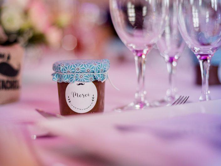 photo artistique décoration de table de mariage, château de Maulmont, par L'oeil de Noémie photographe mariage vichy en Auvergne et partout en France