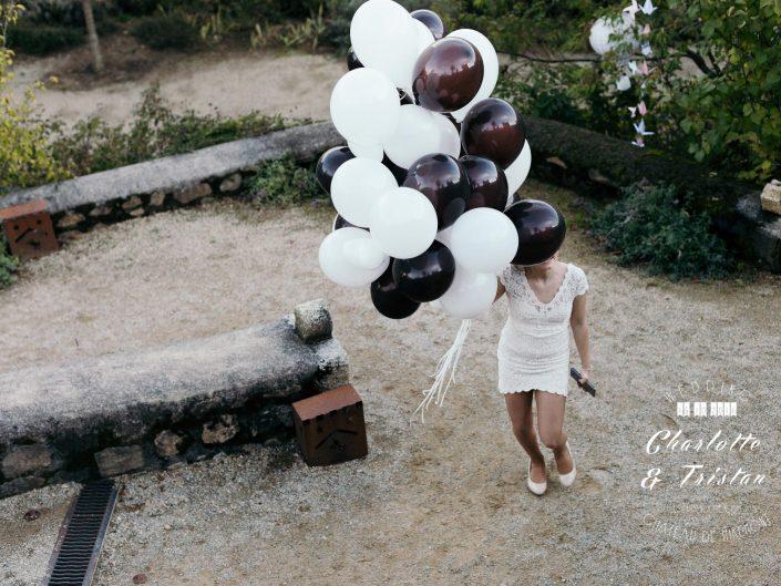 ballons blancs et marrons, photo lifestyle de mariage, L'oeil de Noémie, photographe de mariage à Vichy en Auvergne, et partout en France