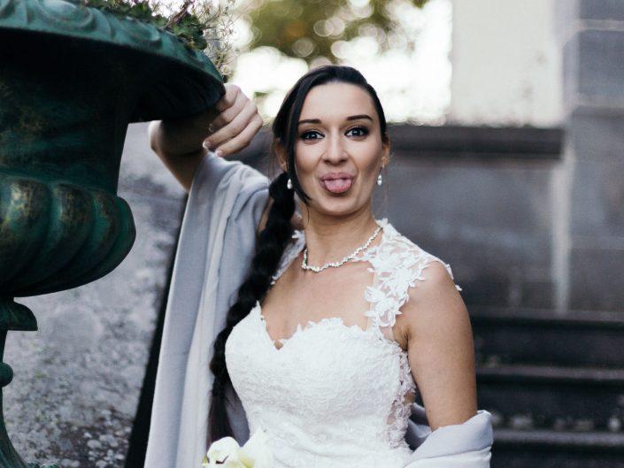 photo fun d'une jeune mariée, photo lifestyle de mariage, L'oeil de Noémie, photographe de mariage à Vichy en Auvergne, et partout en France