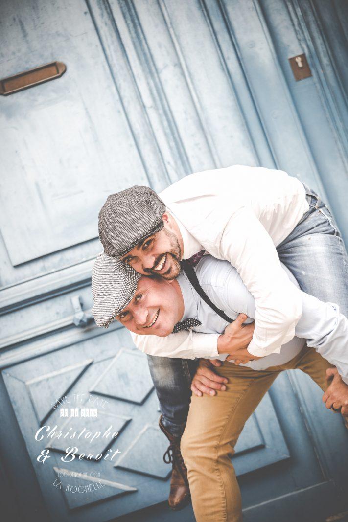 Belle histoire de vie, belle photo couple homosexuel par L'oeil de Noémie, photographe de mariage à Vichy en Auvergne, à La Rochelle et partout en France