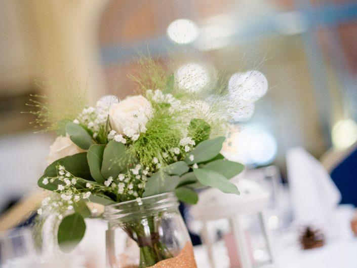 photo belle déco table mariage, L'oeil de Noémie reporter photographe de mariage chic dans le Puy de Dôme en Auvergne et partout en France et en Europe.