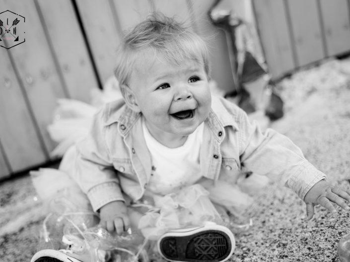 belle photo de petite fille, flamand rose, ballon 1 an, tutu rose, L'oeil de Noémie élue meilleure photographe en Auvergne