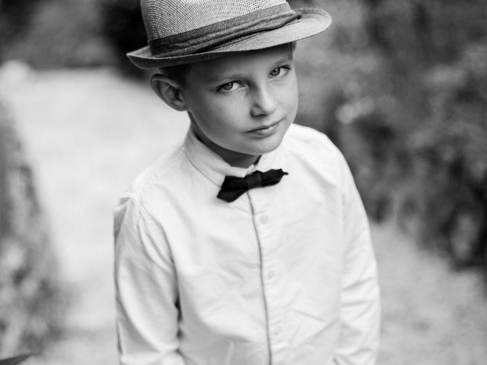 belle photo enfant en noir et blanc, L'oeil de Noémie artiste photographe book enfant Clermont-Ferrand en Auvergne