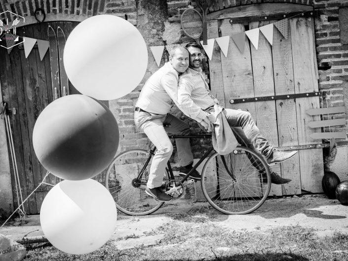belle photo originale et vintage de couple, mariage pour tous, mariage homo, par L'oeil de Noémie meilleure photographe de mariage en France, Auvergne
