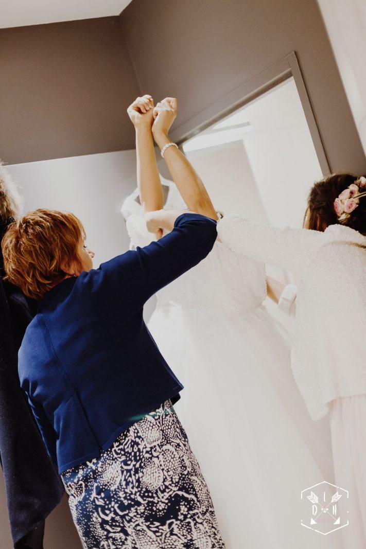 Deux robes de mariée, belle photo de robe de mariée, L'oeil de Noémie élue meilleure photographe de mariage en Auvergne, en France