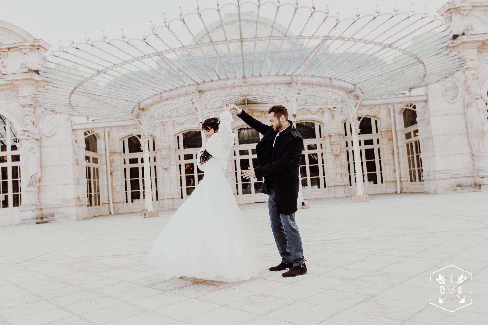 Belle photo de couple, jeunes mariés, par L'oeil de Noémie, élue meilleure photographe de mariage en Auvergne