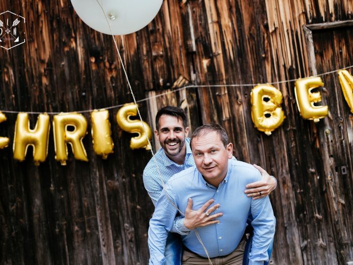 bientôt leur mariage, belle photo originale et vintage de couple, mariage pour tous, mariage homo, par L'oeil de Noémie meilleure photographe de mariage en France, Auvergne