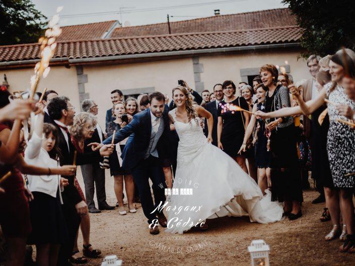 photo fun de mariage, feu de bengale, photo soirée de mariage, L'oeil de Noémie meilleur photographe de mariage en Auvergne