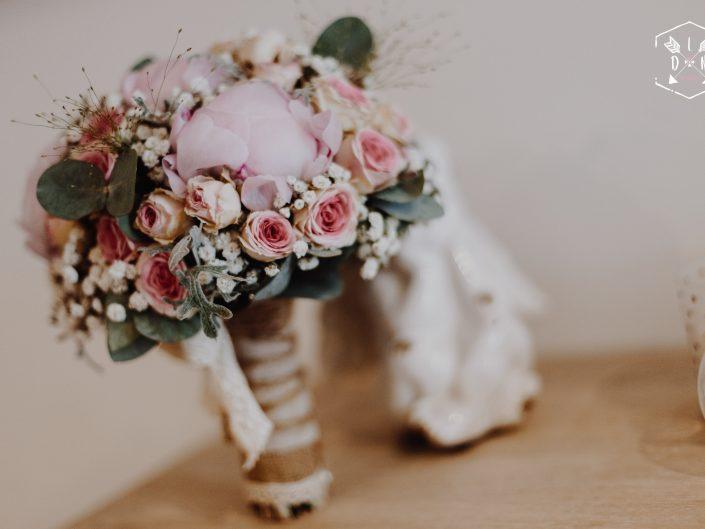 Belle photo bouquet de la mariée, L'oeil de Noémie meilleure photographe de mariage en Auvergne et partout en France et monde entier
