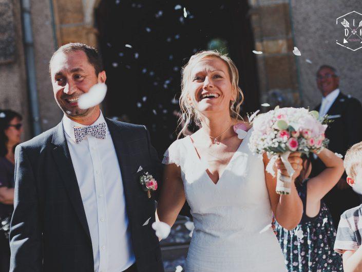 se marier, mariage, sortie église, belle photo, L'oeil de Noémie meilleure photographe de mariage en Auvergne et en France