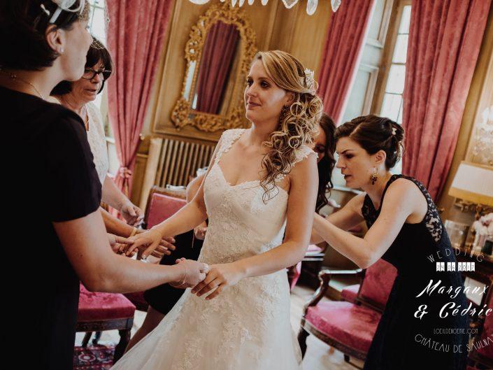 réussir son mariage, photo préparatifs mariage Auvergne, L'oeil de Noémie meilleur photographe de mariage en Auvergne