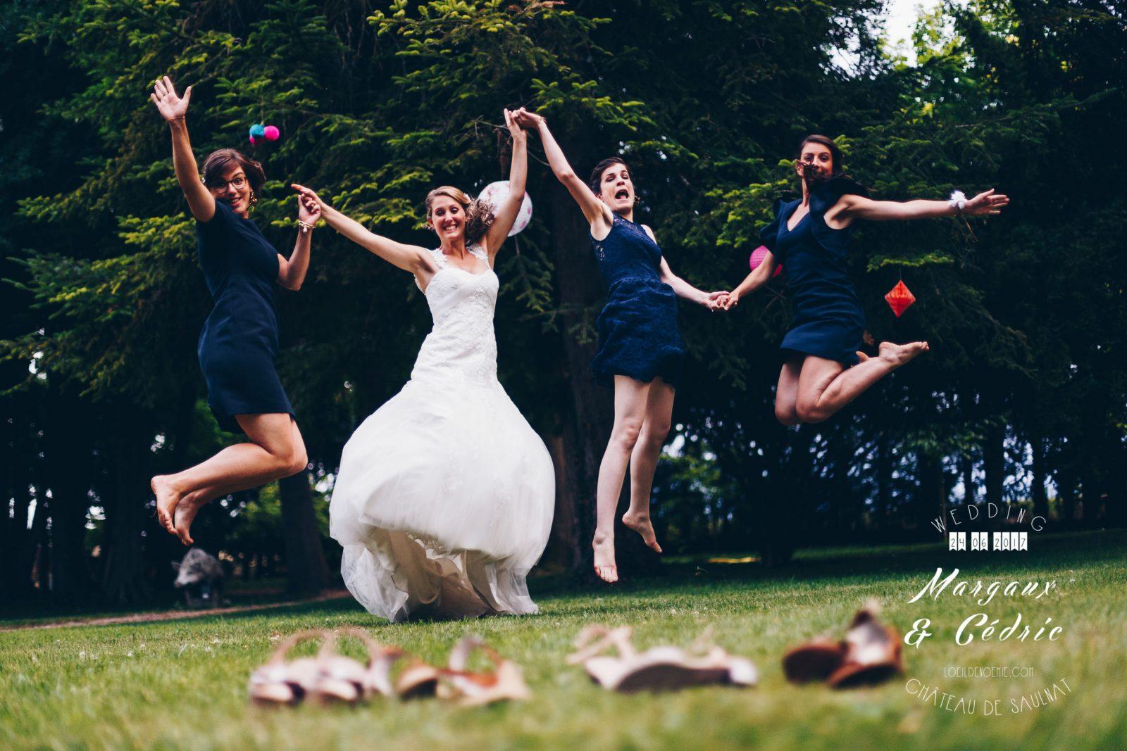 réussir son mariage, jump de jeune mariée et ses témoins, belle photo soirée de mariage, L'oeil de Noémie meilleur photographe de mariage en Auvergne