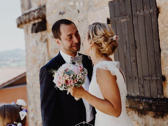 découverte de future mariée par son mari, mariage Puy de Dôme, L'oeil de Noémie meilleure photographe de mariage en Auvergne