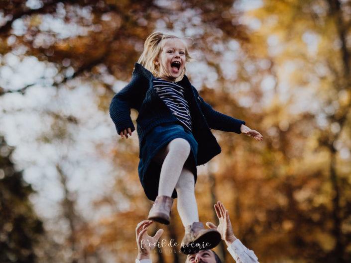 photographe famille Clermont-Ferrand Auvergne, belle photo de famille dans les parcs à Vichy, l'oeil de noémie photographe lifestyle