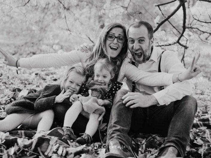 faire une séance photos en famille, L'oeil de Noémie élue meilleur photographe auvergne, photos de famille originales et vivantes