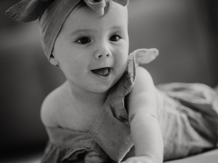 famille homoparentale, photos de bébé à la maison, l'oeil de Noémie photographe auvergne