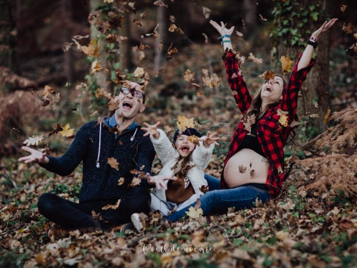 Automne : la belle saison pour des photos de grossesse en extérieur